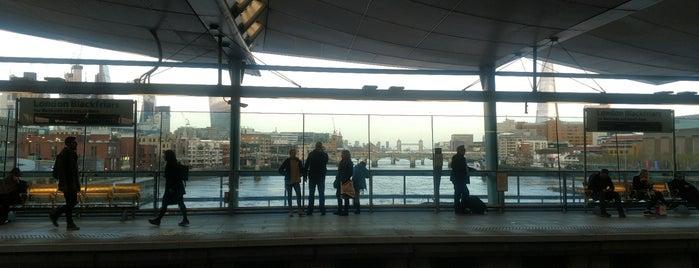 Platform 2 is one of Lugares favoritos de Henry.