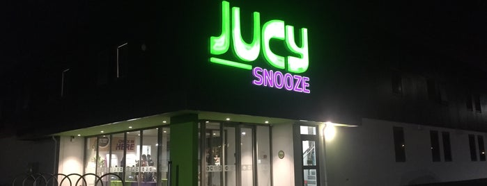 JUCY Snooze is one of Lieux qui ont plu à Alisa.