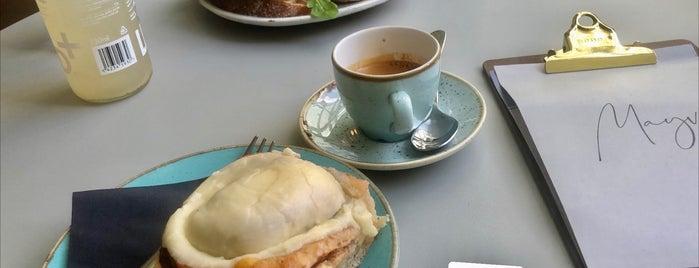 Mayvn Cafe is one of Edimbra.