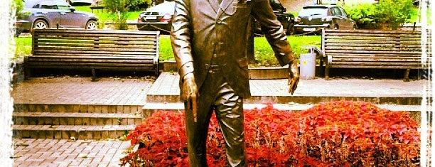 Пам'ятник Михайлові Паніковському is one of Tempat yang Disukai Ника.