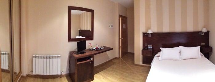 Hotel Fernando IV is one of Tempat yang Disukai Rafa.