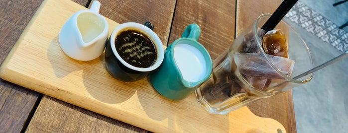 Sis & Co Deli Coffee Restaurant Bar is one of Petaling Jaya.
