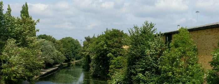 Grand Union Canal - Old Oak Lane is one of Lieux sauvegardés par Paul.