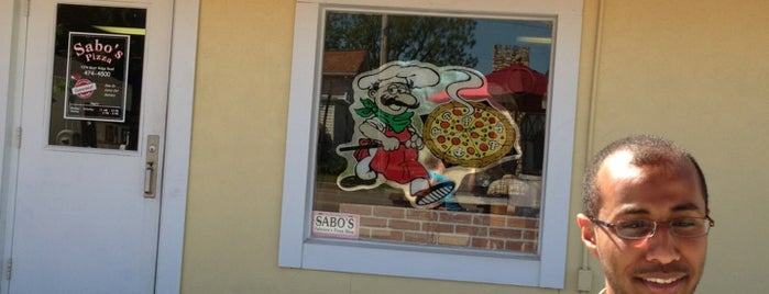 Sabos Pizza is one of Lieux qui ont plu à Dave.
