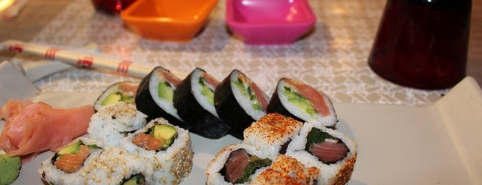 Origami Sushi Bar is one of Bouffe et plus.