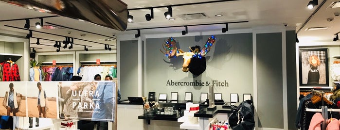 Abercrombie & Fitch is one of Lugares favoritos de ElJohNyCe.