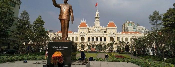 ホーチミン人民委員会庁舎 is one of สถานที่ที่ Tomato ถูกใจ.
