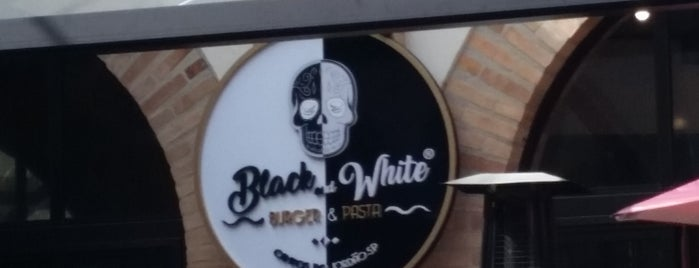Black And White Burger & Pasta is one of Restaurantes em Campos do Jordão.