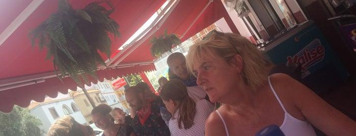 La Caldera restaurante santa lucia de tirajana is one of Henry'in Beğendiği Mekanlar.