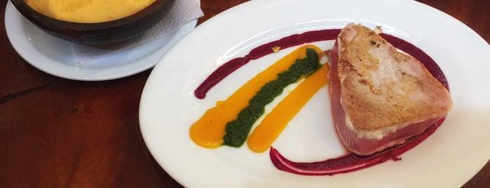 Restaurant La Calchona is one of Franciscaさんのお気に入りスポット.