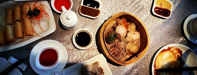 Dynasty Chinese Cuisine is one of Locais curtidos por Ashleigh.