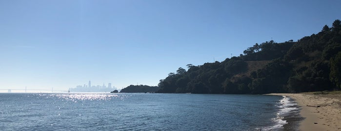 Quarry Beach is one of Tempat yang Disukai Carrie.