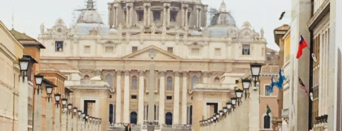 Aziz Petrus Bazilikası is one of Italia to-do🇮🇹🍝🍕.