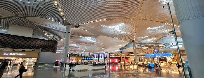 Dış Hatlar Gidiş Terminali is one of Locais curtidos por Alejandro.
