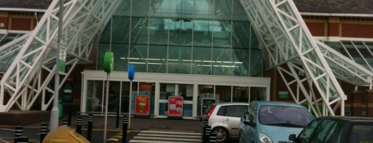 Asda is one of Henryさんのお気に入りスポット.