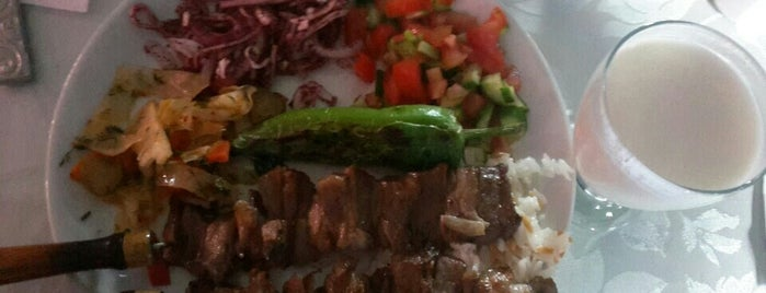 Arkadaslar Cağ Kebap ve Karadeniz Pide is one of Posti che sono piaciuti a Ali.