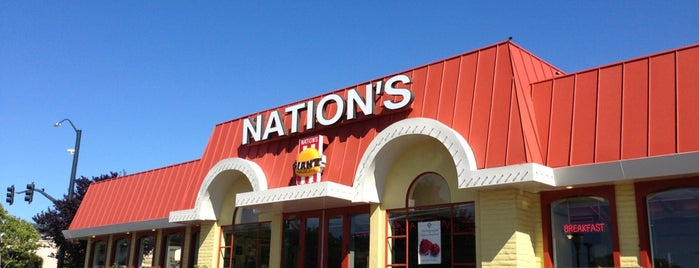 Nation's Giant Hamburgers is one of Lugares favoritos de Julianne.