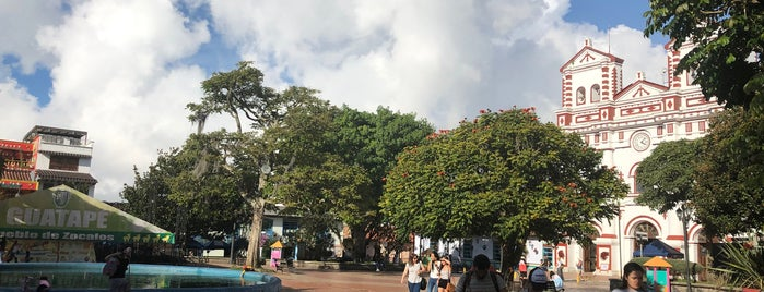 Parque principal Guatapé is one of สถานที่ที่ Layjoas ถูกใจ.
