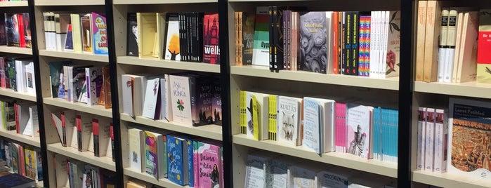 Penguen Books & Coffee is one of Yılmazさんのお気に入りスポット.