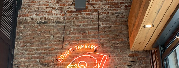 Donut Therapy is one of Lugares favoritos de Shinal.