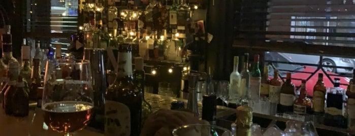 Tres Monos Bar is one of Lugares favoritos de Shinal.