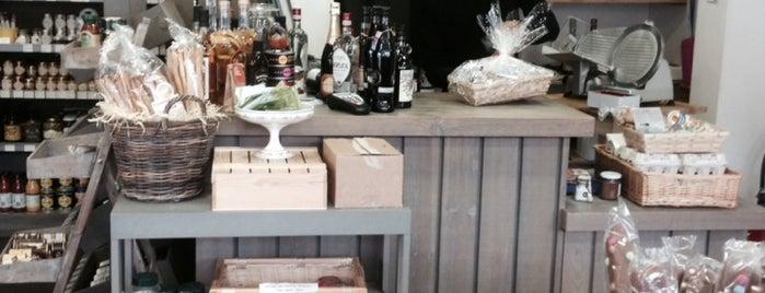 Chez Pitou is one of Tempat yang Disimpan Emmanuelle.