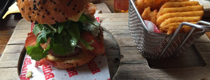 Burger Bar Joint is one of Locais curtidos por JP.