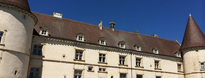 Chateau de Chailly is one of France.