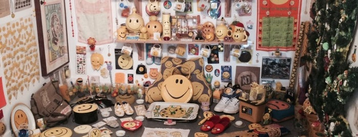 The Smile Face Museum is one of Atlas Obscura NYC.