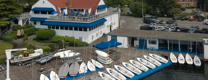 Seattle Yacht Club is one of Locais curtidos por Drew.