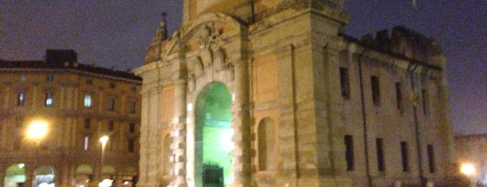 Piazza XX Settembre is one of Lugares favoritos de Vasco.