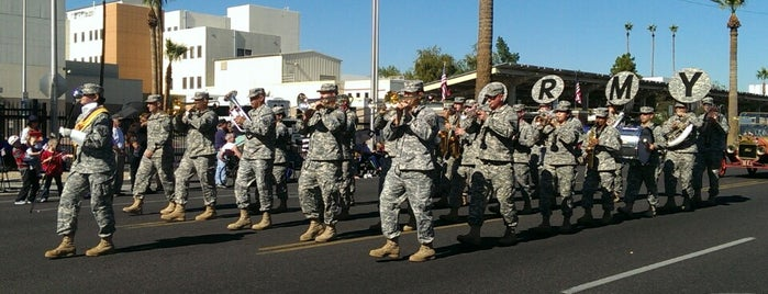 Veteran's Day Parade is one of John'un Beğendiği Mekanlar.