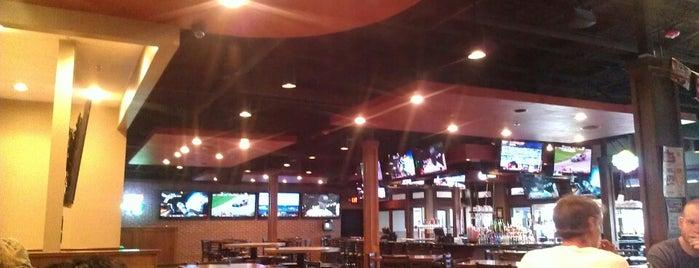 Saints Pub + Patio is one of Lugares favoritos de Tiffany.