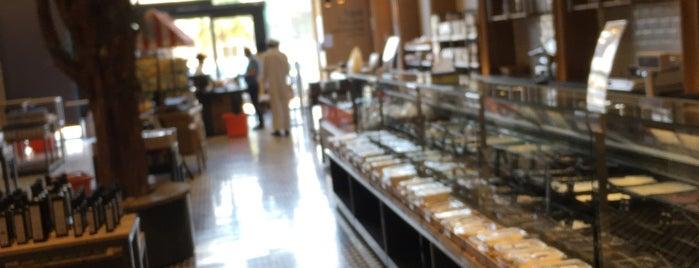 Alhatab Bakery is one of Locais curtidos por Haifa.