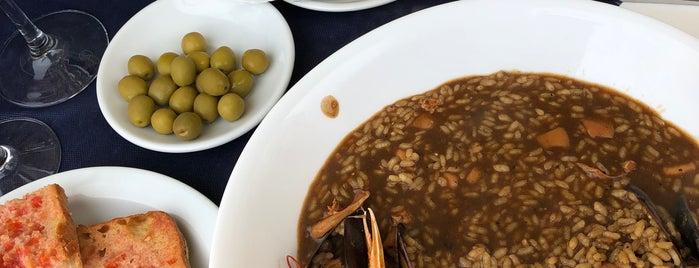 Bar-Restaurant La Vela is one of Locais curtidos por Jordi.
