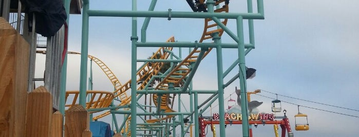 Undertow is one of Amusement park rides.