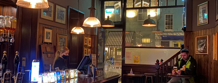 Fitzroy Tavern is one of OMD UK Local Hangouts.