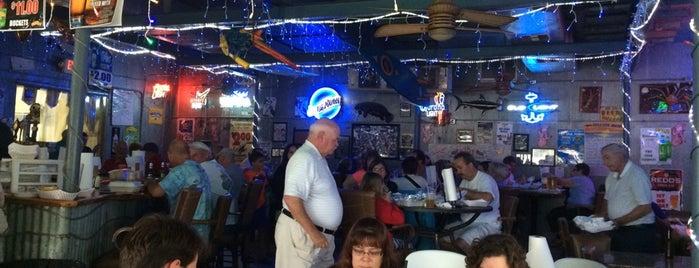 Cedar Key Fish & Crab is one of Gespeicherte Orte von Amy.
