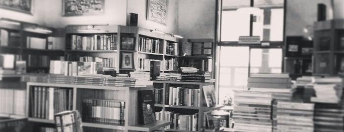 İstanbul Kitapçısı is one of Samet'in Beğendiği Mekanlar.