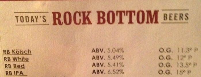 Rock Bottom Restaurant & Brewery is one of Tempat yang Disimpan Chris.