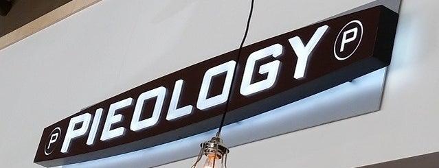 Pieology Pizzeria is one of Matt: сохраненные места.