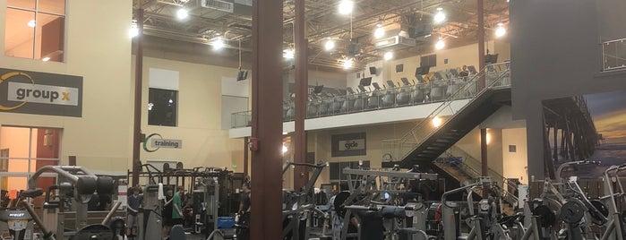 24 Hour Fitness is one of สถานที่ที่ John ถูกใจ.