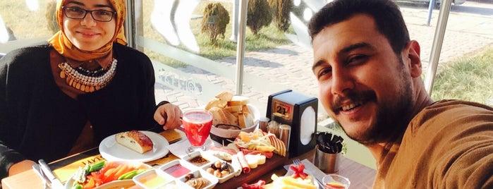 Çörekk Cafe & Bistro is one of Tempat yang Disukai Fatih.