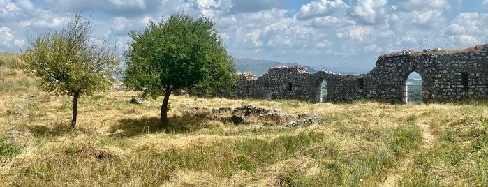 Kështjella e Rozafës is one of Oyropa.