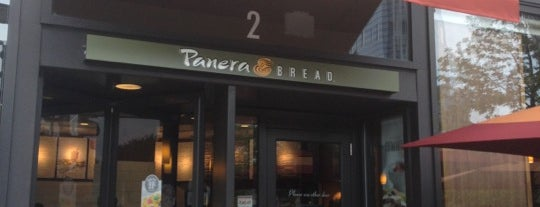 Panera Bread is one of Lugares favoritos de Darren.