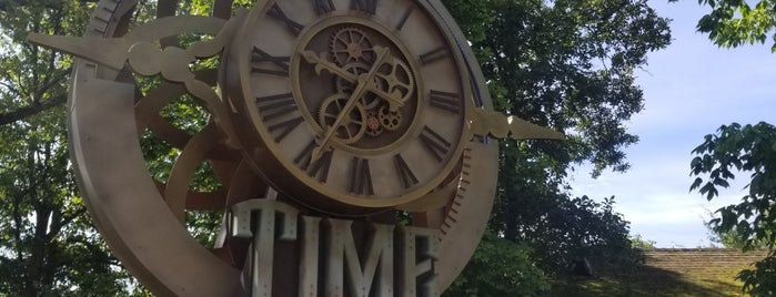 Time Traveler is one of Raúl's Liked Places.