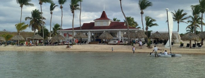 Beach Club, Playa Nueva Romana is one of Orte, die Тимур gefallen.
