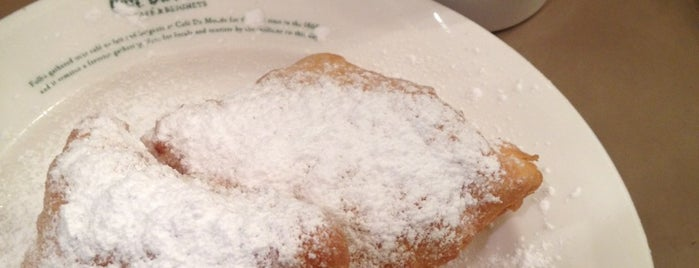 Cafe Du Monde 茶屋町ショップ is one of Lugares guardados de swiiitch.