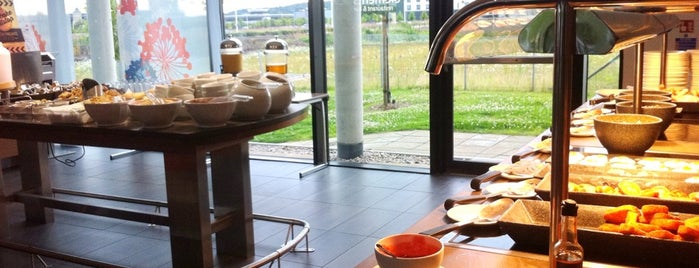 ELEMENTS Restaurant | Novotel Edinburgh Park is one of Martins : понравившиеся места.