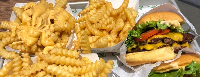 Shake Shack is one of Lugares favoritos de Josh.